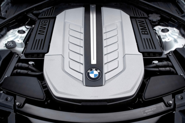 Der neue BMW 7er 12-Zylinder, Motorraum The new BMW 7 Series 12-Cylinder, Engine compartment