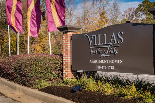 Villias by the Lake-001-Sign