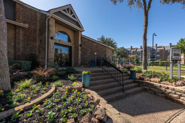 Updated photographs of Overlook at Bear Creek, a Dayrise property in Euless, Texas.